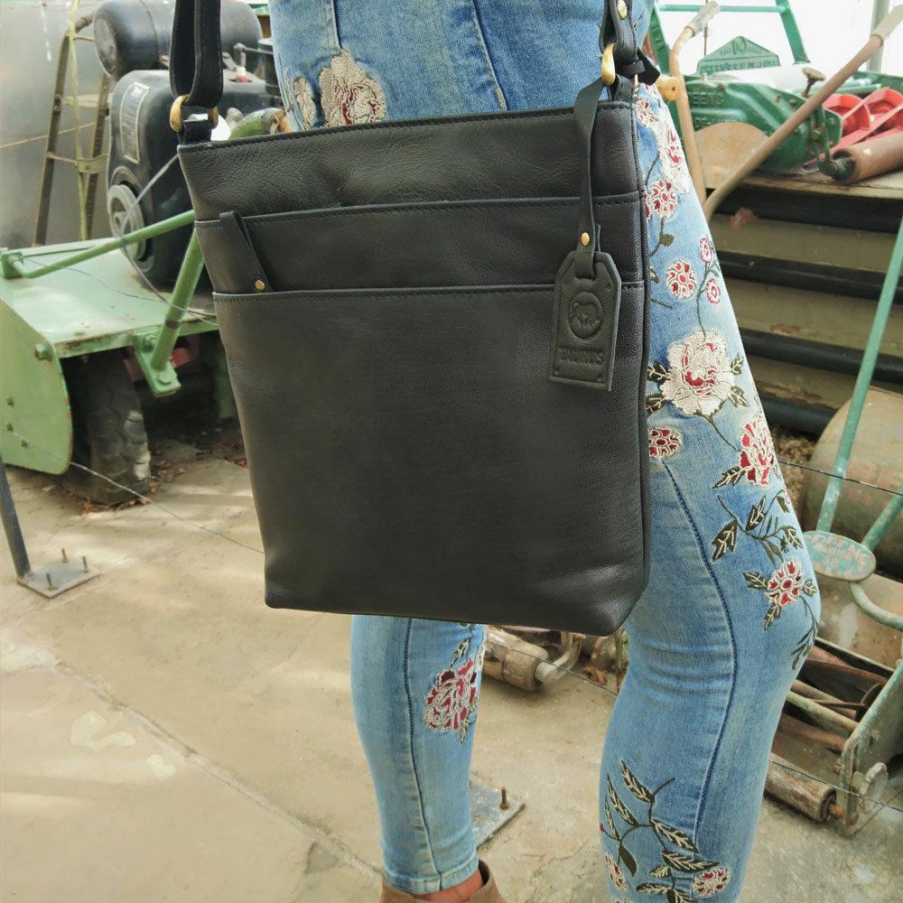 triple-zip-leather-bag-black-4