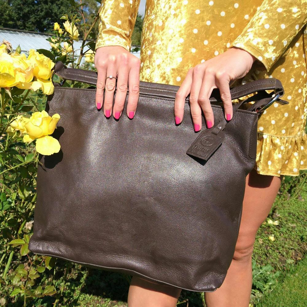 large-single-handed-leather-bag-brown-4