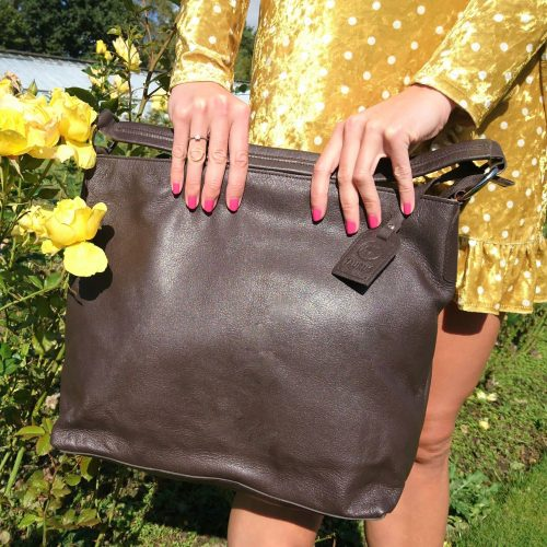 large-single-handed-leather-bag-brown-4